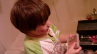 Four year old daughter playing in moms makeup - Video