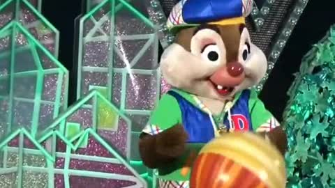 Chipmunks Performs The Funny Nuts Show