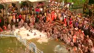 Thousands take a dip during India's Kumbh Mela - Video