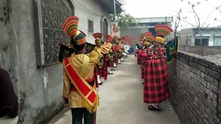 Amazing talent of this band group in pakistan shwoing godd skills of music with Drumss  - Video
