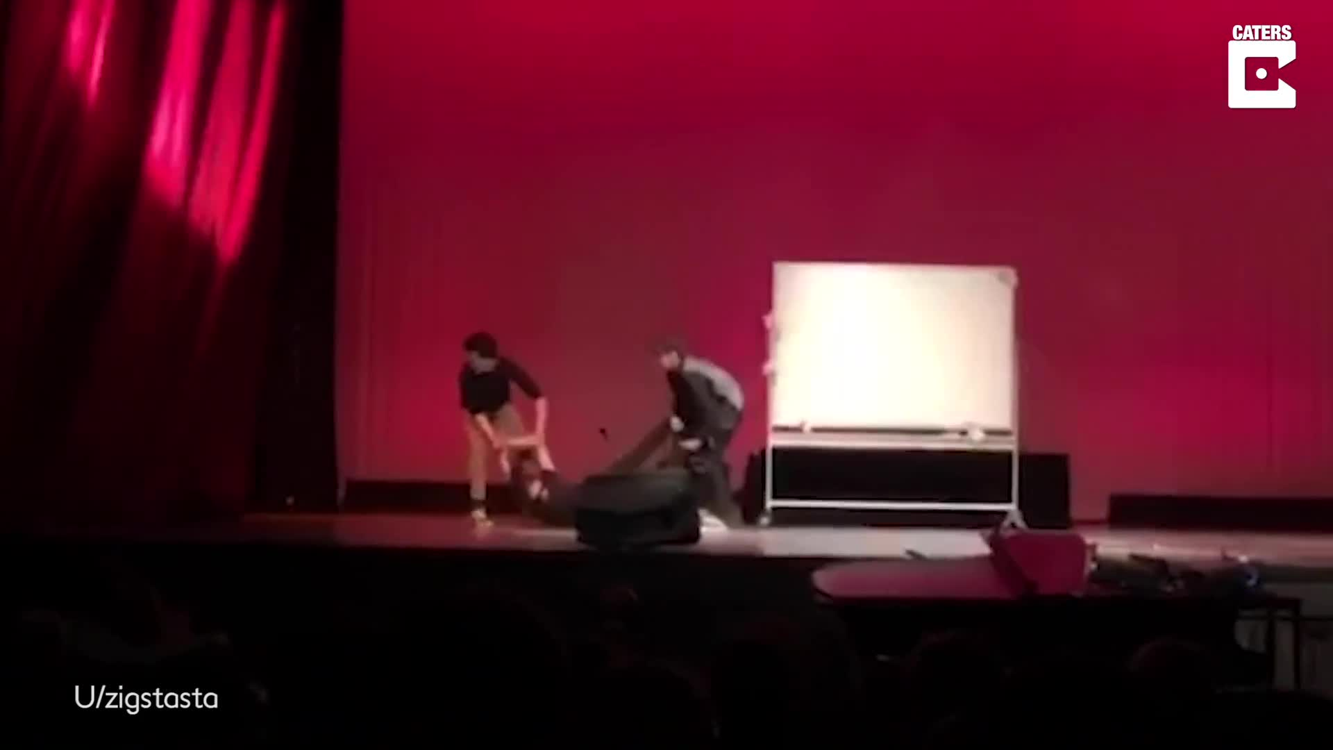THIS GUY IS NOT MESSING A-ROUND! STUDENT DRAWS PERFECT CIRCLE AS PART OF TALENT CONTEST