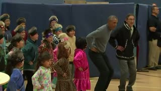 Obama dances with Alaskan children - Video