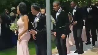 Wedding party delivers synchronized entrance dance - Video