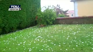 Giant hailstones fall in Italy - Video