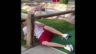 Mini golf fail turns into dodgeball - Video