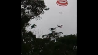Plane uses parachute - Video
