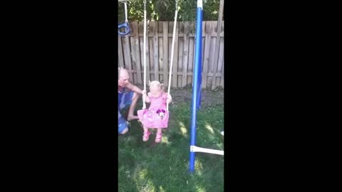 BABY IS NOT AFRAID OF THE SWING