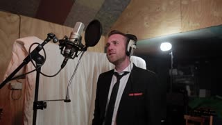 Matt Clayton flawlessly covers Frank Sinatra classic - Video