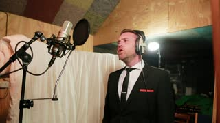 Matt Clayton magnificently covers Frank Sinatra classic - Video