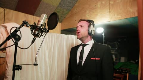 Matt Clayton magnificently covers Frank Sinatra classic