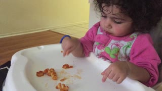 Baby separates pasta styles, only eats specific shape - Video
