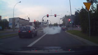 Tailpipe leaves giant stream of smoke - Video