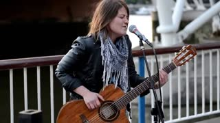 Someone spotted this amazing singer busking on the streets and couldn't stop filming - Video