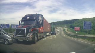Transport truck stops at the very last second to avoid collision - Video