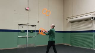 Super Amazing Ring Juggling