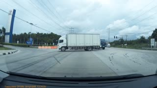 Truck Narrowly Escapes Crash - Video