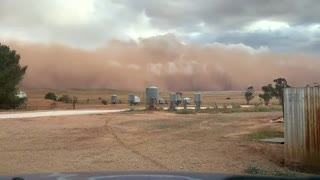 Time lapse captures incredible dust storm in Yongala, Australia