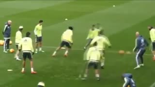 VIDEO: Ronaldo vs Zidane in training