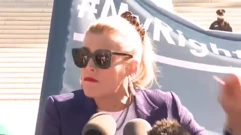 Actress Busy Philipps brags about getting an abortion
