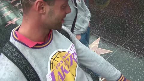 Finding Charlie Sheen´s star on the walk of fame