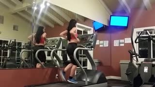 Treadmill dancing to Bruno Mars' 'Uptown Funk' - Video