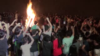 Big campfire more than 1000 students in the Vietnam forest