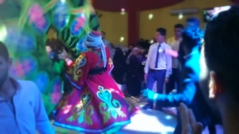 Dancer Know How To Entertain People In Wedding