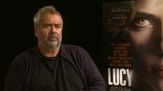 """Lucy"" director praises Scarlett Johansson - Video"