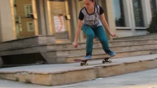 Proof that girls can skate - Video