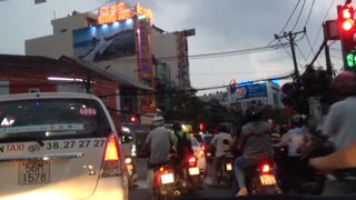 Experience driving conditions in Vietnam's largest city - Video