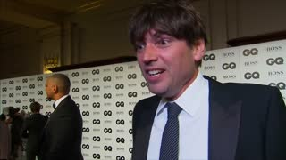 Alex James embarrasingly mistakes Lionel Richie for Lionel Messi - Video