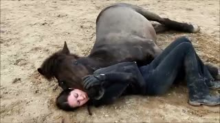 EMOTIONAL! MUTUAL TRUST, THE BOND BETWEEN HORSE AND HUMAN - Video