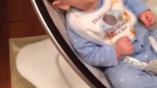 Baby lets feelings known about eating carrots - Video