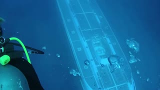 Submarine Passes Right Beneath Hawaii Scuba Divers - Video