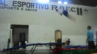 Spanish gymnastics trampoline fail - Video