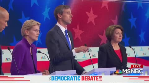Moderator asking question in Spanish to O'rourke