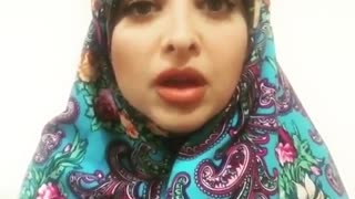 Girl speaks Persian with Shirazi accent - Video