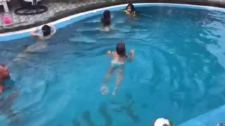 First swimmung of Child  - Video