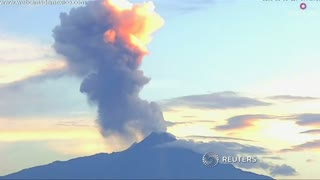 Mexican volcano erupts - Video