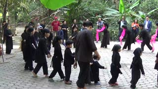 Local dancing in the mountainous Vietnam - Video