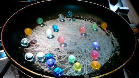 Hydrogel Beads In Hot Pan | Screaming Beads