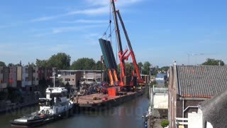 Two Cranes Collapse In The Netherlands - Video