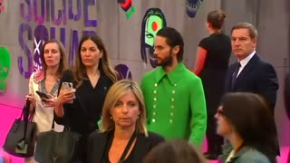 Jared Leto goes green at Suicide Squad premiere - Video
