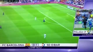 Suarez goal miss vs Eibar - Video