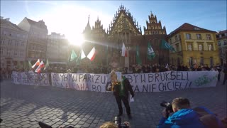 Polish anti-immigrant protesters burn photo of Angela Merkel - Video
