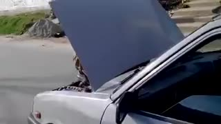 Repairing car while on the go - Video