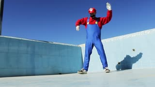 Super Mario's awesome dance moves - Video