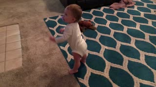 Baby girl loves to dance - Video