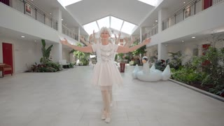 Retirement home residents recreate Taylor Swift's 'Shake It Off' - Video