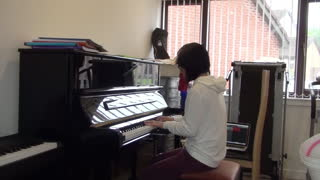 Pianist Girl Performs Flawless Green Day Classic - Video